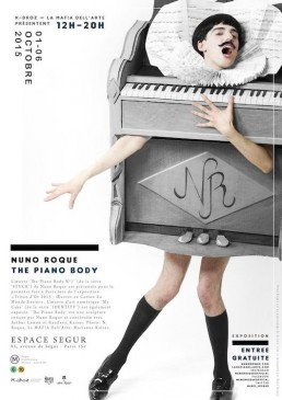 1 The Piano Body - Nuno Roque - Poster - Art - Exhibition Exposition Art Contemporain - Stuck Series - Artwork - La Mafia Dell'Arte - Sculpture - Wearable Sculpture - Paris - Vernissage 2