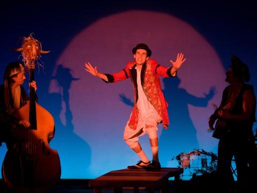 Nuno Roque performing in Peter Pan (Irina Brook) - Théâtre de Paris - JM Barrie